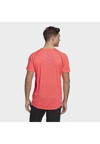 adidas Performance - RUNNER T-SHIRT - Print T-shirt - pink - 1