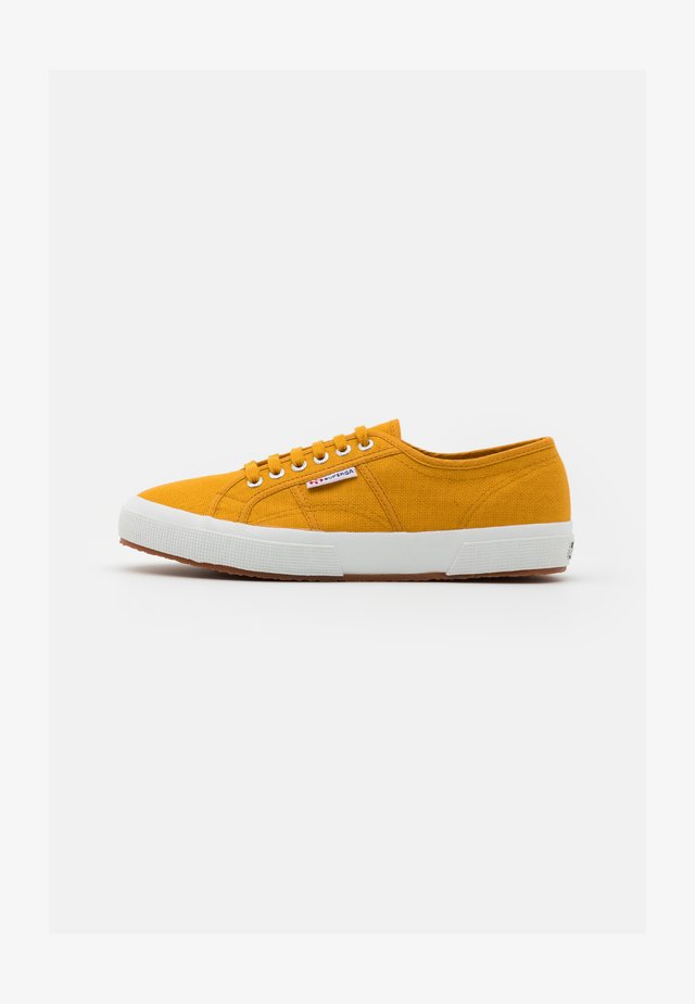 2750 COTU CLASSIC UNISEX - Sneakersy niskie - yellow golden