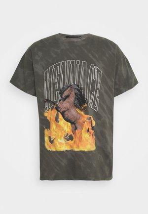 FLAMING STEED TIE DYE - Print T-shirt - grey
