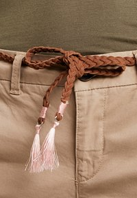 ONLY - ONLEVELYN ANKLE PANT  - Chinos - silver mink - 4