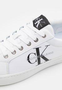 Calvin Klein Jeans - CUPSOLE LACEUP  - Matalavartiset tennarit - bright white - 5