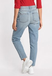 Cache Cache - GEWASCHENE MOM JEANS - Jeans Tapered Fit - denim double stone - 2