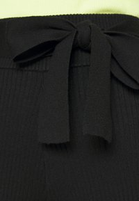 4th & Reckless - AMY TROUSER - Kalhoty - black - 6