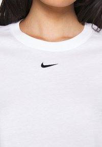 Nike Sportswear - TEE CREW - T-shirts - white/black - 5