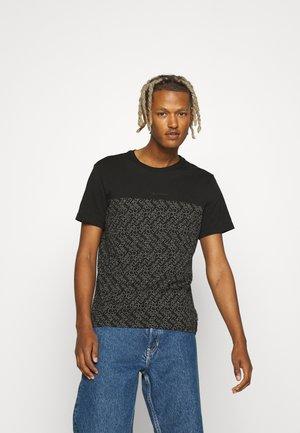 ALLOVER LOGO PRINT BLOCK - Print T-shirt - black