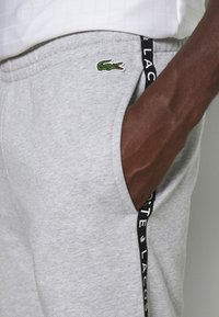 Lacoste Sport - PANT TAPERED - Tracksuit bottoms - gris chine/noir/blanc - 5