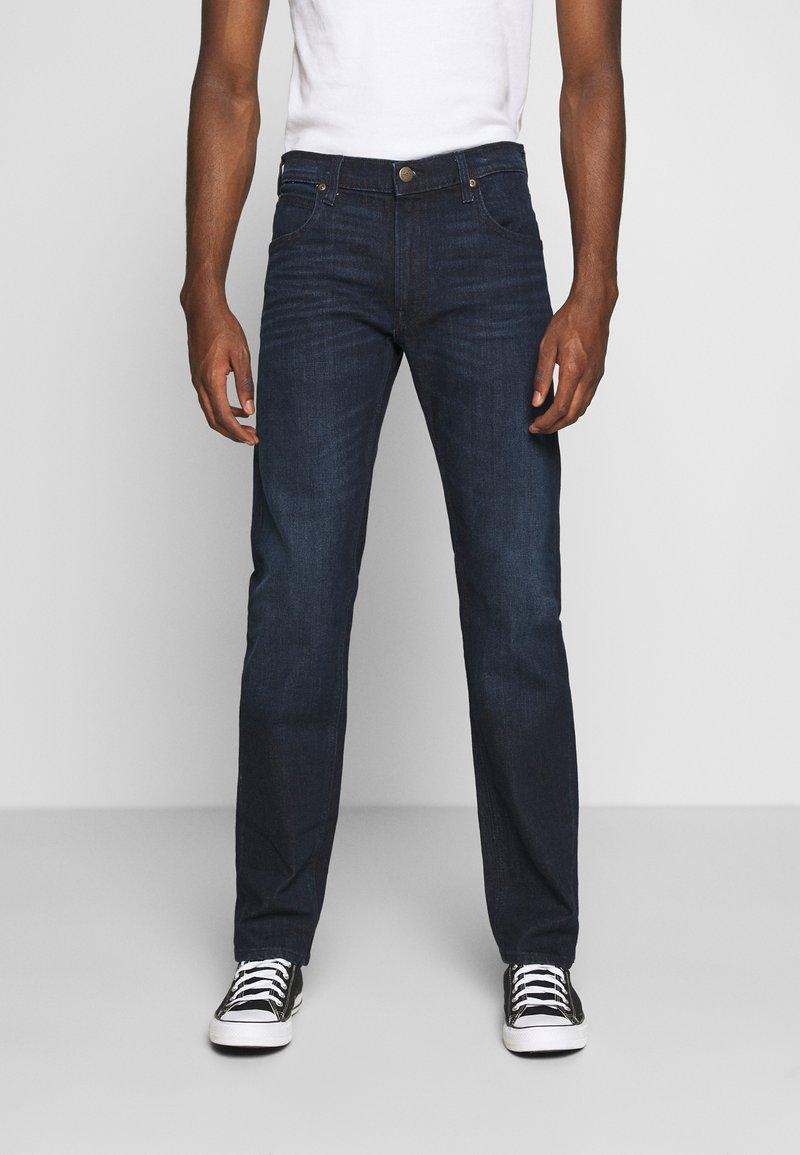 Lee - DAREN ZIP FLY - Jeans a sigaretta - dark tonal park