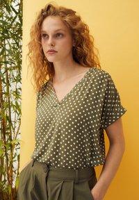 More & More - Print T-shirt - khaki - 1