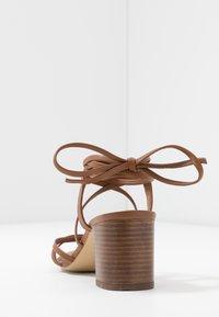 Zign - Sandaalit nilkkaremmillä - cognac - 5