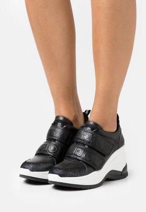 KARLIE REVOLUTION  - Sneakers laag - black