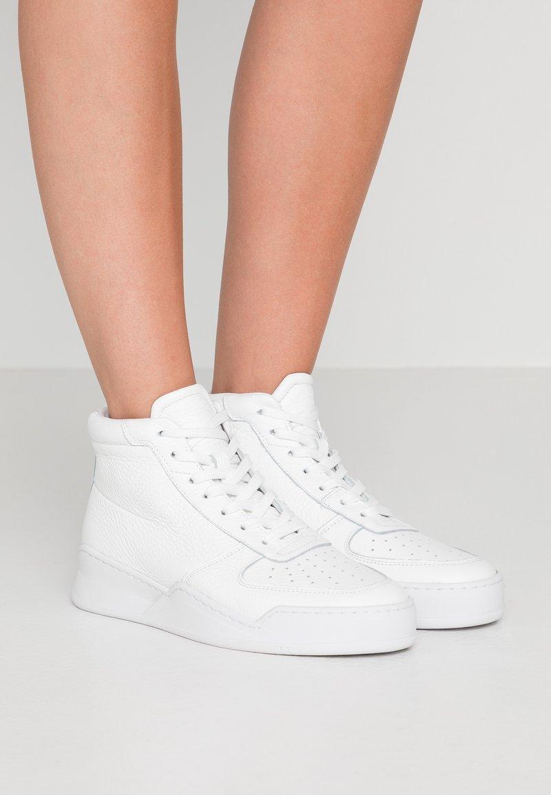 GARMENT PROJECT - Sneaker high - white