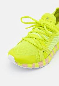 adidas by Stella McCartney - ULTRABOOST 20 S. - Neutrální běžecké boty - acid yellow/pearl rose - 5