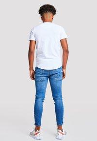 Illusive London Juniors - Basic T-shirt - white - 2