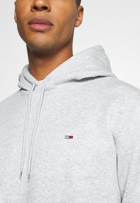 Tommy Jeans - REGULAR HOODIE - Hoodie - grey heather - 5