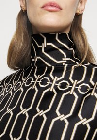 Victoria Beckham - BISHOP SLEEVE DETAIL MINI - Koktejlové šaty/ šaty na párty - dark navy/gold - 8