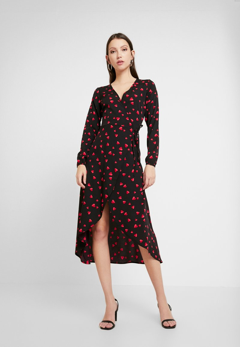Wednesday's Girl - LONG SLEEVE MIDAXI WRAP DRESS WITH DIPPED HEM - Kjole - black/red/pink