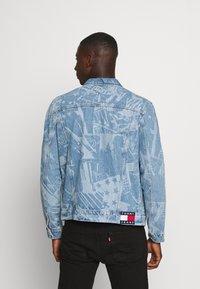 Tommy Jeans - REGULAR TRUCKER - Spijkerjas - laser light blue - 2