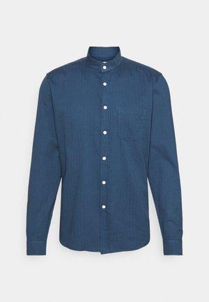 SHIRT TEXTURED STRIPE - Shirt - ensign blue