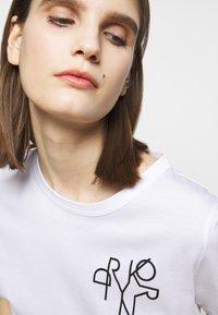 DRYKORN - ANISIA - Print T-shirt - weiss - 4