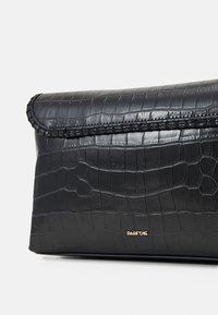 PARFOIS - ENVELOPE BAG GOGH - Kabelka - black - 3