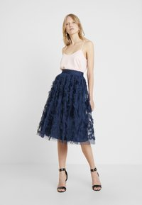 Lace & Beads - RUFFLE MIDI SKIRT - A-linjekjol - dark blue - 1