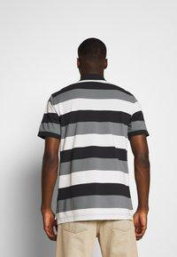 Nike Sportswear - MATCHUP STRIPE - Polo shirt - black/white - 2