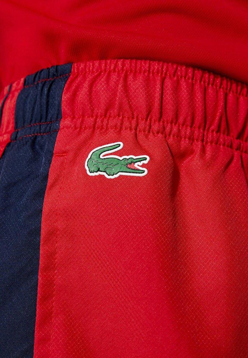 Lacoste Sport - Korte broeken - rot / navy blau