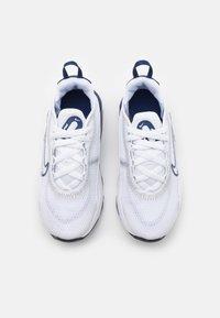 Nike Sportswear - AIR MAX 2090 UNISEX - Baskets basses - white/blue void/light smoke grey - 3