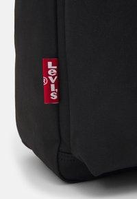 Levi's® - L PACK STANDARD ISSUE UNISEX - Mochila - regular black - 3