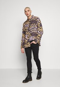 Weekday - NINO LEOSPLASH SHIRT - Overhemd - black - 1