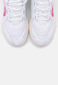 Nike Sportswear - AIR MAX VERONA - Trainers - mystic stone/pink blast/olive grey/light bone/lucky green - 5