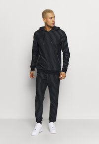 Only & Sons - ONSPIN STRIPE TRACKSUIT - Bluza z kapturem - outer space - 0