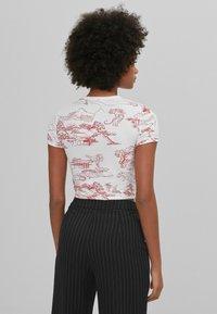 Bershka - T-shirt med print - white - 2