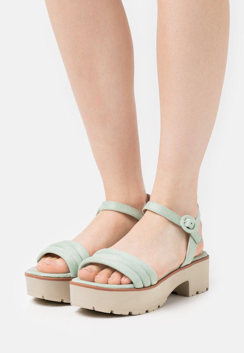 mtng - CURIE - Sandály na platformě - menta