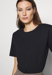 Gestuz - JORY TEE - Basic T-shirt - black - 5