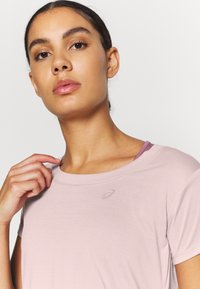 ASICS - RACE CROP - Camiseta estampada - ginger peach - 5