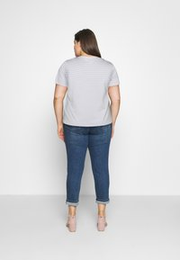 Selected Femme Curve - SLFPERFECT TEE BOX - Print T-shirt - arctic ice/snow white - 2