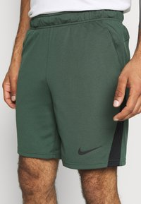Nike Performance - TRAIN - Sports shorts - galactic jade/black - 4