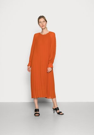 ANNMARI DRESS - Denní šaty - potters clay
