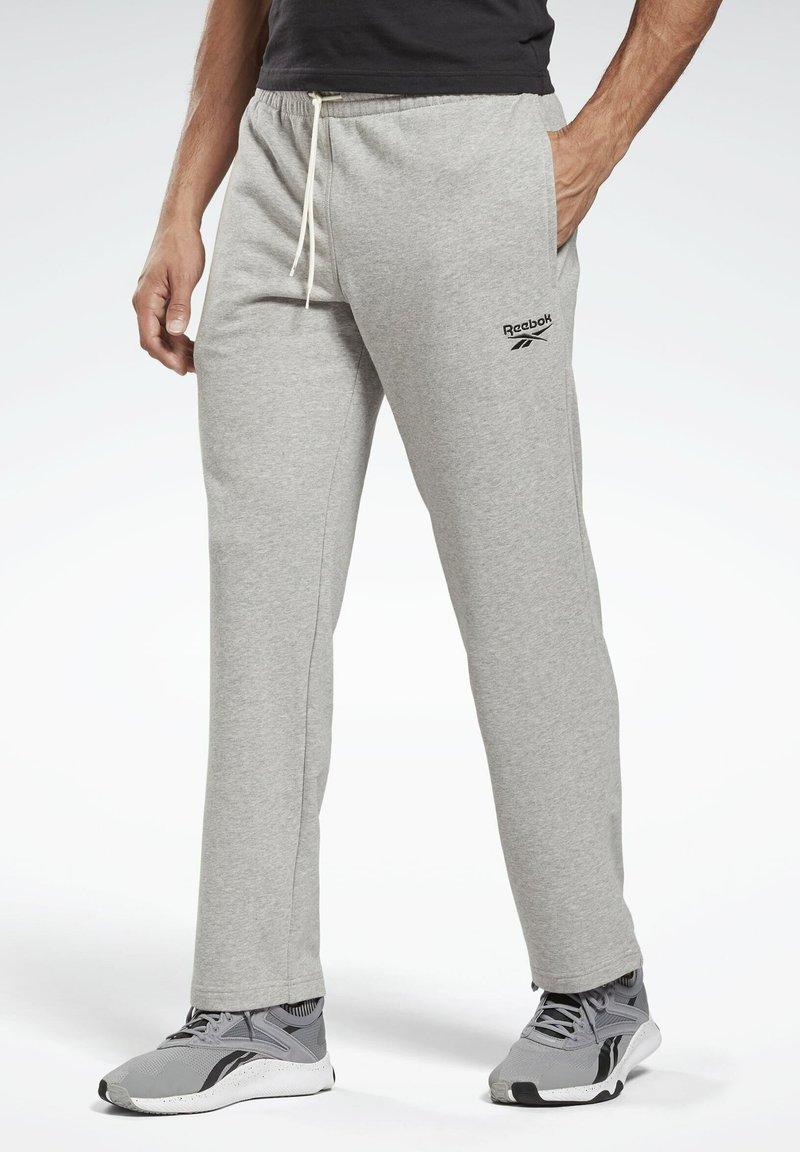 Reebok - SMALL LOGO ELEMENTS PANTS - Verryttelyhousut - grey