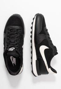 Nike Sportswear - INTERNATIONALIST - Joggesko - black/phantom - 3