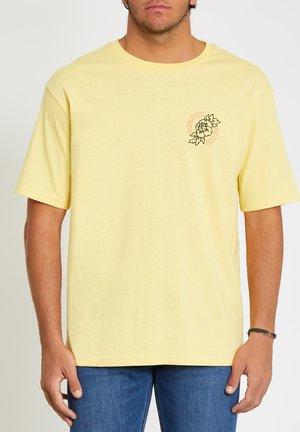 GRIDLOCK LSE SS - Print T-shirt - dawn_yellow