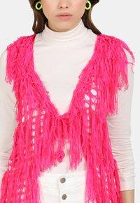 myMo - Liivi - neon pink - 3
