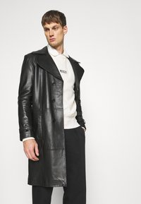 Club Monaco - INVERTED PLEAT PANT - Trousers - black - 3