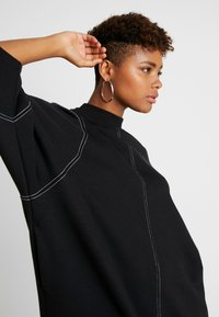 Monki - KARIN DRESS - Jerseykjole - black/white - 4