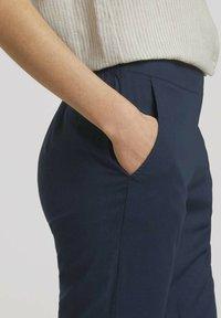 TOM TAILOR - LOOSE FIT - Trousers - sky captain blue - 4