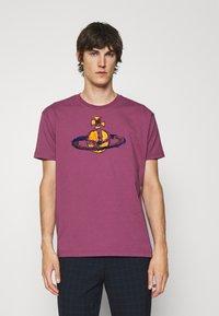 Vivienne Westwood - KID CLASSIC UNISEX - Print T-shirt - pink - 0