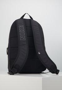 Nike Sportswear - AIR HERITAGE  - Rucksack - black/white - 3