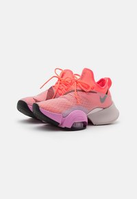 Nike Performance - AIR ZOOM SUPERREP - Treningssko - flash crimson/black/beyond pink