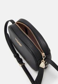 kate spade new york - MEDIUM CAMERA BAG - Across body bag - black - 4